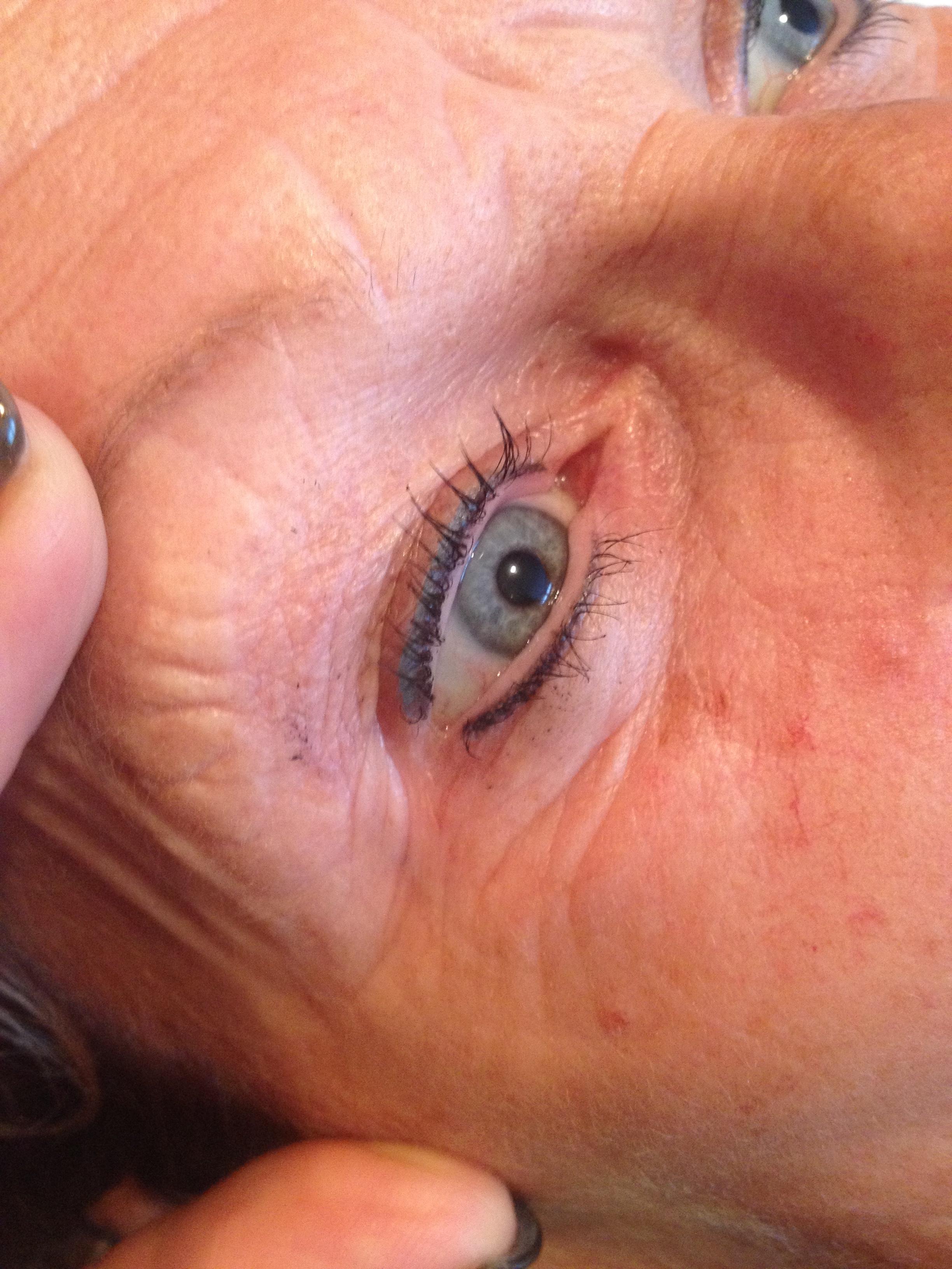 Eyeliner boven & onder + een groen gekleurd lijntje boven